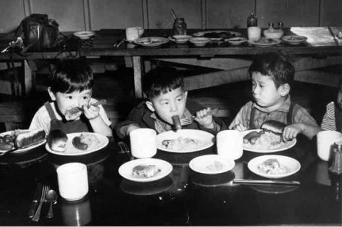 американские школьные обеды для японских детей